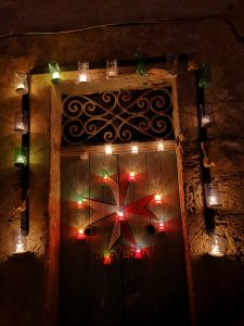 Willkommen in Malta -Malteserkreuz in Kerzen - national Symbol