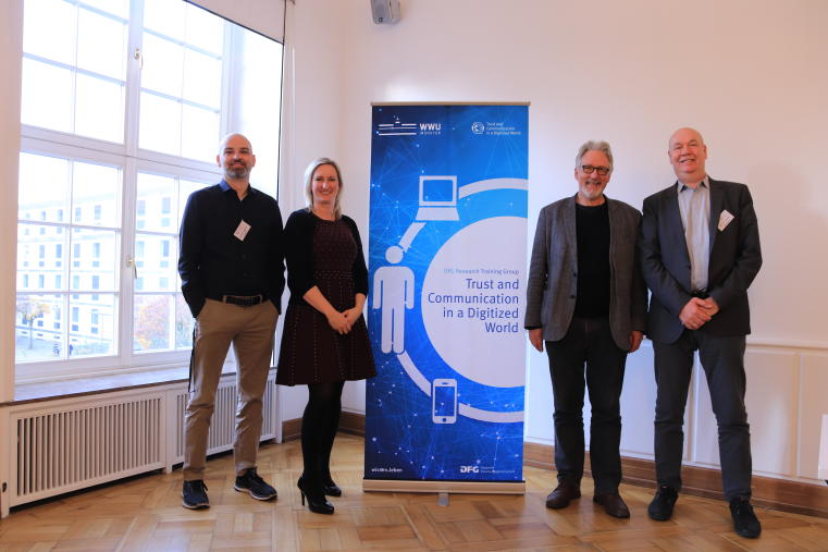 Keynote speakers Prof. Dr. Mike S. Schäfer, Dr. Lisa van der Werff and Prof. Dr. Martin W. Bauer with Prof. Dr. Bernd Blöbaum, speaker of the research training group