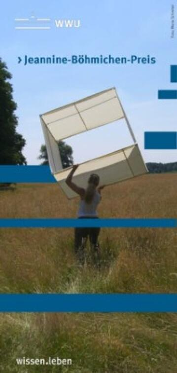 Jeannine Böhmichen throws an isolation square into a tall meadow