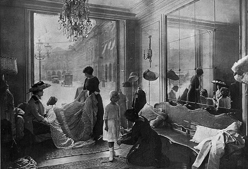 Modesalon in Paris 1910