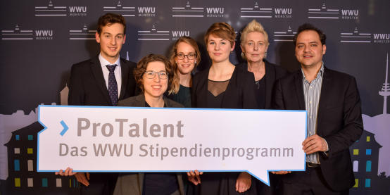 The team of the Alumni-Club WWU Münster and the four scholarship holders of the current scholarship year.