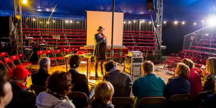 Selbst Artistin und Doktorandin an der WWU: Franziska Trapp versammelte Wissenschaftler aus 15 Ländern zum wissenschaftlichen Austausch im Zirkuszelt.<address>&copy; Christian Trick / me@ctrick.de</address>