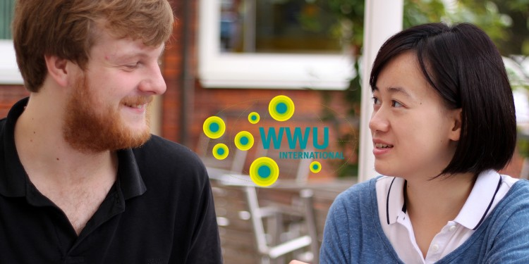 Very disciplined - first German is spoken, then Chinese: the language-learning tandem Lei and Tom.<address>© WWU - Friederike Stecklum</address>