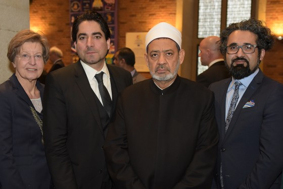 Sheikh Ahmed Mohammad al-Tayyeb (2nd from right) praised the commitment shown by Rector Prof. Ursula Nelles, and by the Director and Deputy Director of the Centre for Islamic Theology, Prof. Mouhanad Khorchide (2nd from left) and Dr. Milad Karimi, to the training of teachers of Islamic religious education.<address>&copy; WWU - Peter Grewer</address>