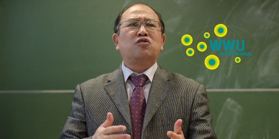 Prof. Zhu Jianhua giving a guest lecture recently in Münster …<address>© WWU - Peter Grewer</address>