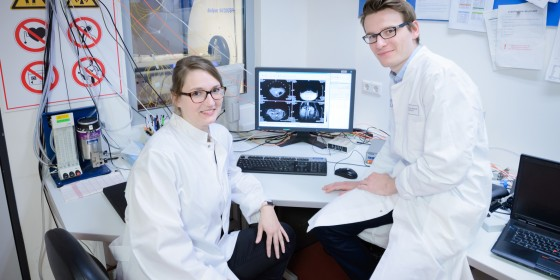 Chemist Rebecca Buchholz (left) and physician Dr. Max Masthoff (right) are receiving funding for their first independent research project. They are developing a new contrast agent for MRI images<address>&copy; CiM/Jean-Marie Tronquet</address>