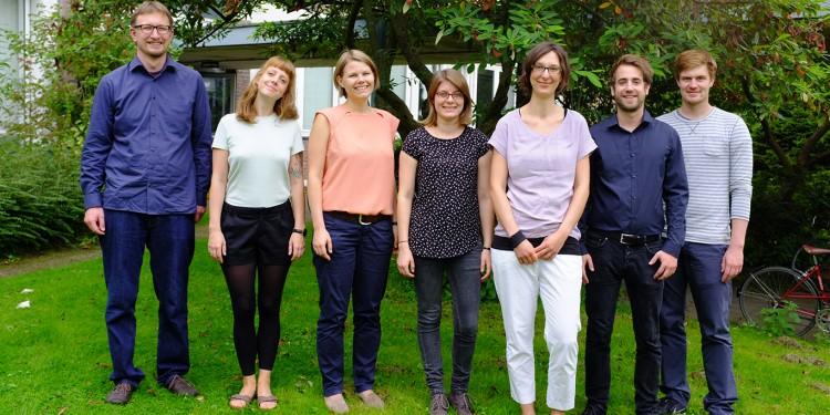 Das Team um Projektleiterin Dr. Nathalie Hirschmann (3.v.r.) untersucht in den kommenden Jahren, wer in Städten für Sicherheit und Ordnung sorgt.<address>&copy; WWU/Projekt PluS-i</address>