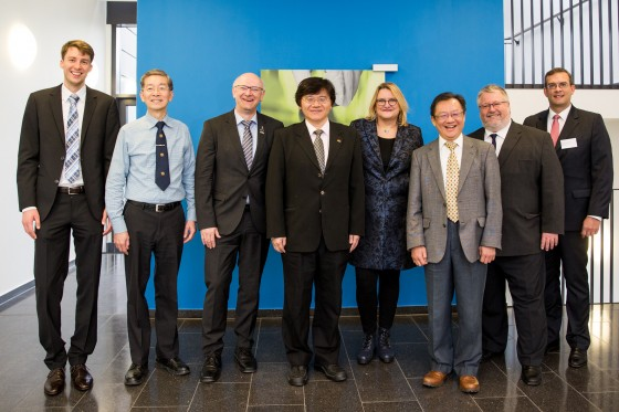 From the left: Dr. Christian Prinzisky (Project Management Jülich), Prof. Yong-Chie Heng (National Taiwan University of Science and Technology), Prof. Martin Winter (MEET WWU, HI MS), Prof. Hsisheng Teng (National Cheng Kung University), Prof. Monika Stoll (WWU), Prof. Dong-Yih Lin (MOST), Dr. Herbert Zeisel (BMBF) and Dr. Peter Schroth (BMBF)<address>&copy; WWU/Peter Leßmann</address>