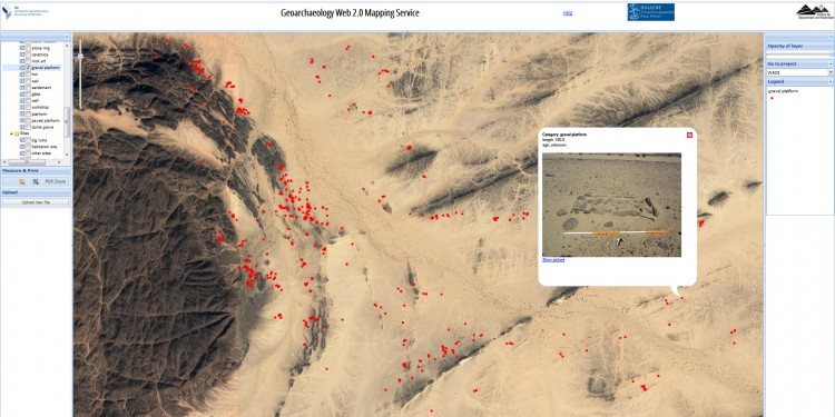 Squares lined with stones and filled with gravel, and with mats or palm leaves as a bed, served as sleeping places in the Bayuda Desert in Sudan. The large number of dots shows the high frequency of these beds.<address>© Münster University/W.A.D.I.; screenshot</address>
