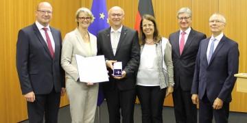 Bundesverdienstkreuz für Batterieforscher Prof. Dr. Martin Winter: Münsterscher Wissenschaftler wird für seinen Einsatz für Forschung und Entwicklung geehrt