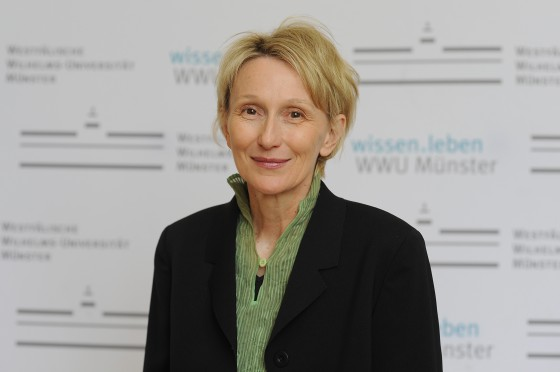 Biochemist Prof. Lydia Sorokin, spokesperson of the Cells-in-Motion Cluster of Excellence<address>© WWU - Peter Grewer</address>
