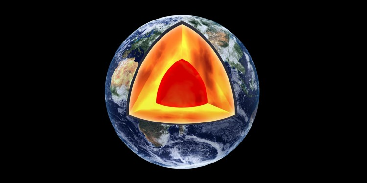 This is what the Earth inside looks like: Deep down lies the core of the Earth, followed by the Earth&#039;s mantle. The Earth&#039;s crust begins 35 kilometres below the surface.<address>© Peter Eggermann / Adobe Stock</address>