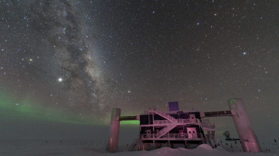 Milky Way and faint auroras in the sky above the antarctic IceCube Laboratory.<address>© Benjamin Eberhardt, IceCube/NSF</address>
