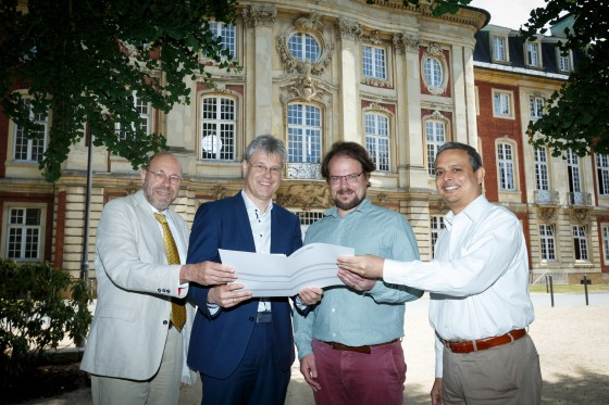 Representatives of both universities with the signed partnership agreement (from left to right): Prof. Dr. Niko Strobach from the Philosophical Seminar of Münster University, Prof. Dr. Michael Quante, Vice-Rector for Internationalization and Knowledge Transfer, Prof. Dr. Raja Rosenhagen and Prof. Dr. Kranti Saran (both Ashoka University).<address>© WWU - MünsterView</address>