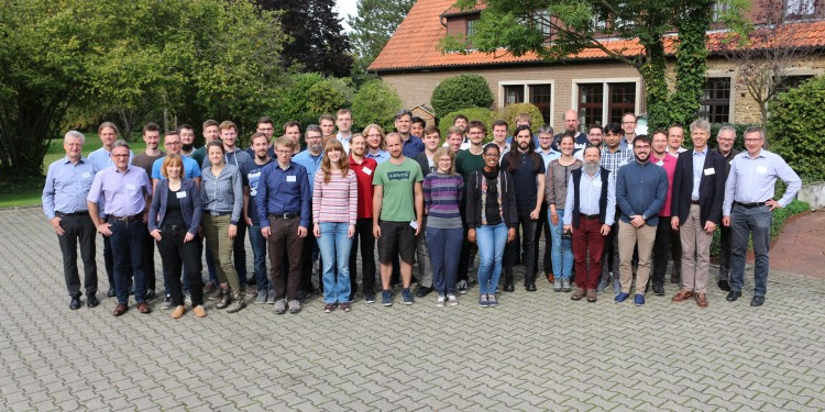 The PhD students at the Research Training Group in Particle Physics with the two spokespersons Prof. Michael Klasen and Prof. Christian Weinheimer (right).<address>© privat</address>
