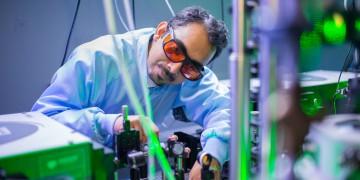 Spiel mit den Wundermaterialien: Physiker Ashish Arora forscht in europäischen Hochmagnetfeldern