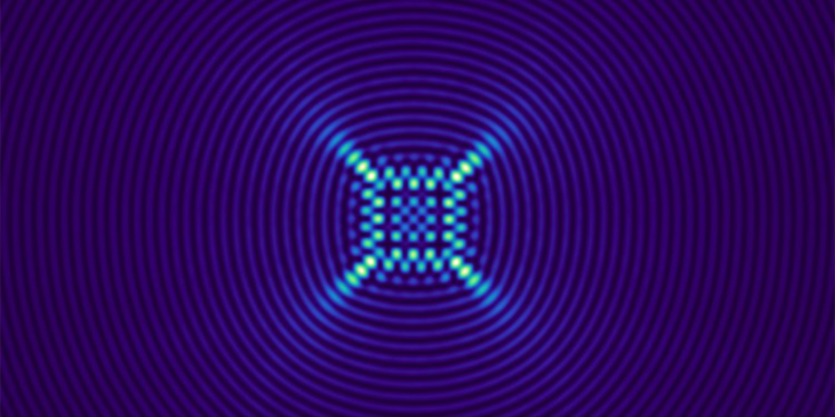 This photo shows the fabrication procedure of a nondiffracting of a lightfield using a desired transversed caustic.<address>© WWU - Alessandro Zannotti</address>