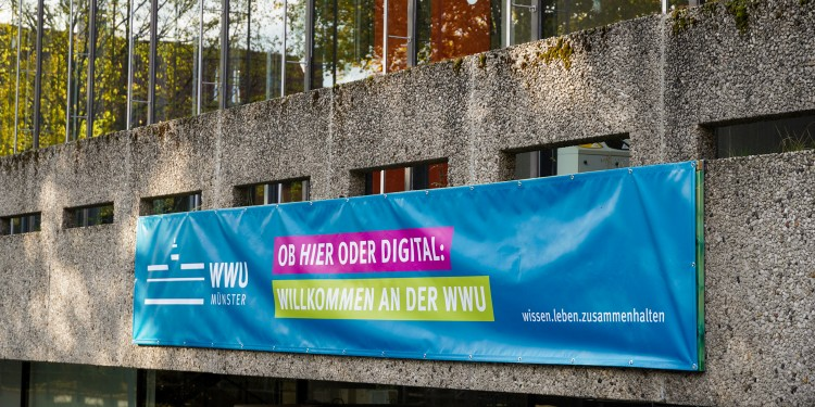 Münster University welcomes students to the beginning of academic term on November 2. The winter semester will also take place under corona conditions.<address>© WWU - Sophie Pieper</address>